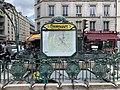 Entrée Station Métro Couronnes Paris 3.jpg