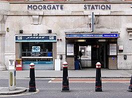 Enirejo al metrostacio, okcidenta flanko de Moorgate, Londono - geograph.org.uk - 1408534.jpg