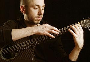 Erik Mongrain2.jpg