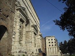 Esquilino - Porta Maggiore e sepolcro del fornaio 1681.JPG