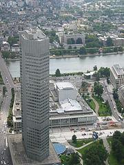 Eurotower, sede central del BCE. Al fondo el río Meno