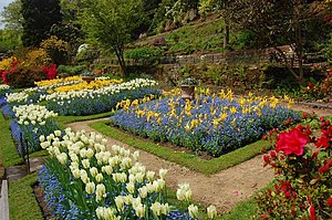 English: Formal Garden, Quarry Bank Mill This ...