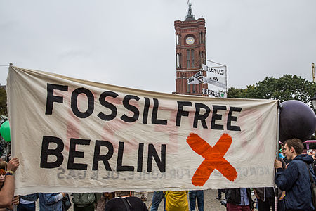 Fossil Free Berlin People's Climate March Alexanderplatz 6D2B9813.jpg