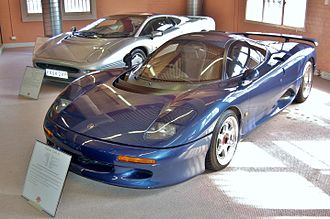 Jaguar XJR-15 - The XJR-15 shown together with its successor, the XJ220.
