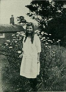 Photographie de Frances Griffiths prise en 1920.