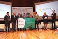 Francisco Chico Lopez Barrera entrega premio de Titan Emprendedor.JPG