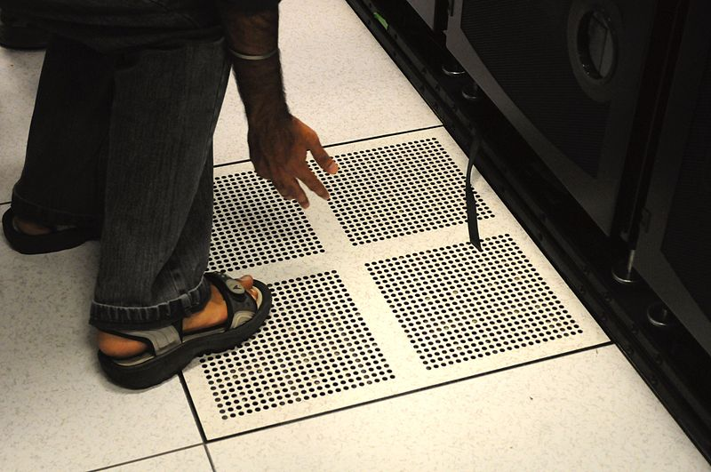 File:Franklin Cray XT4 floor cooling vent.jpg