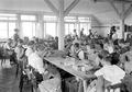 Frauen in der Armeeschneiderwerkstatt bei der Arbeit - CH-BAR - 3241358.tif