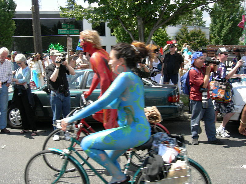 File:Fremont naked cyclists 2007 - 44.jpg