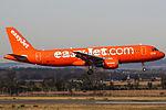 "G-EZUI A320 Easyjet ""200th Airbus"" (25236373062).jpg"