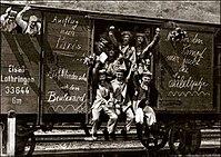 鉄道で前線に輸送されるドイツ軍