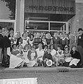 Geschenken uit de Wieringermeer voor kinderen in Emmaziekenhuis, gezelschap voor, Bestanddeelnr 918-1148.jpg