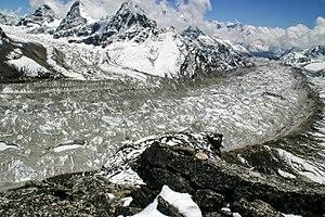 Ngozumpa glacier - The Ngozumpa glacier seen from the Ngozumpa Tse