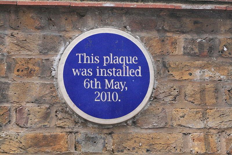 File:Graffiti in Shoreditch, London - Plaque (13821484873).jpg