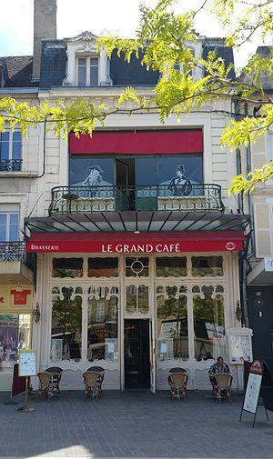 Le Grand Café, Moulins - Image: Grand café de Moulins façade avril 2017