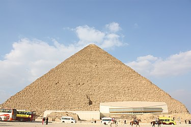 Great Pyramid of Giza 2010 from south.jpg