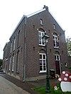 foto van In een traditioneel-ambachtelijke bouwstijl gebouwde kapelanie