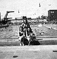 Három nő a Hajós Alfréd Nemzeti Sportuszoda medencéjénél. Fortepan 16750.jpg