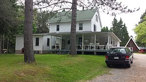 Tavibois - Image: Hérouxville, Québec Tavibois Poste d'accueil administré par la Communauté des Filles de Jésus 2014 07 06 23 01