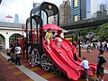 HK 中山紀念公園 Sun Yat Sen Memorial Park Playground 02 visitors 滑梯 slide April-2012.JPG