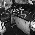 HUA-151611-Afbeelding van de cabine van de Engelse locomotief nr. E27002 (serie 1500) te Tilburg.jpg