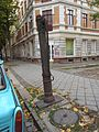 Handschwengelpumpe Mariannenstraße 91 10-2015.JPG