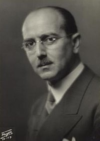 Hans Kelsen (1881–1973) ~1930 © Georg Fayer (1892–1950) OeNB 8026867.jpg