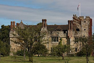 Hever Castle - Image: Hever Castle sideview