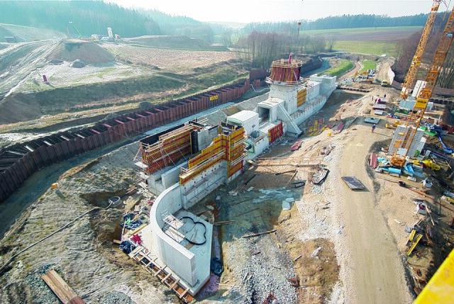 Datei:Hochwasserrueckhaltebecken Rennersdorf.jpg
