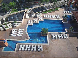 Hotel swimming pool - Hyatt Regency Mérida 2006.jpg