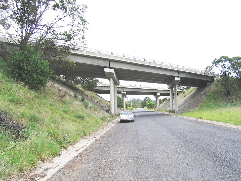 Hume Hwy bridges over Greenhills Rd