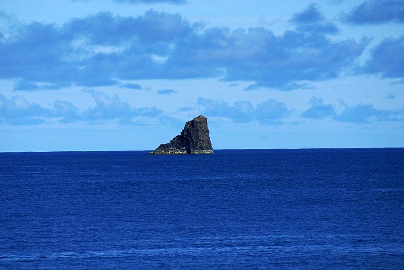Ficheiro:Ilhéu de Monchique o ponto mais ocidental da Europa, ilha das Flores, Açores, Arquivo de Villa Maria, ilha Terceira, Açores.JPG