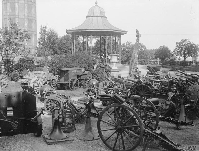 File:Imperial War Museum Galleries at the Crystal Palace, 1920-1924 Q31342.jpg