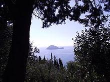 L'isola Gallinara vista dalla via Julia Augusta