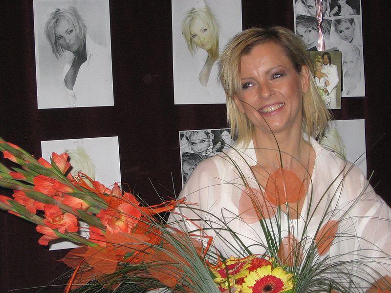 File:Iveta Bartošová - Mánes 2008.JPG