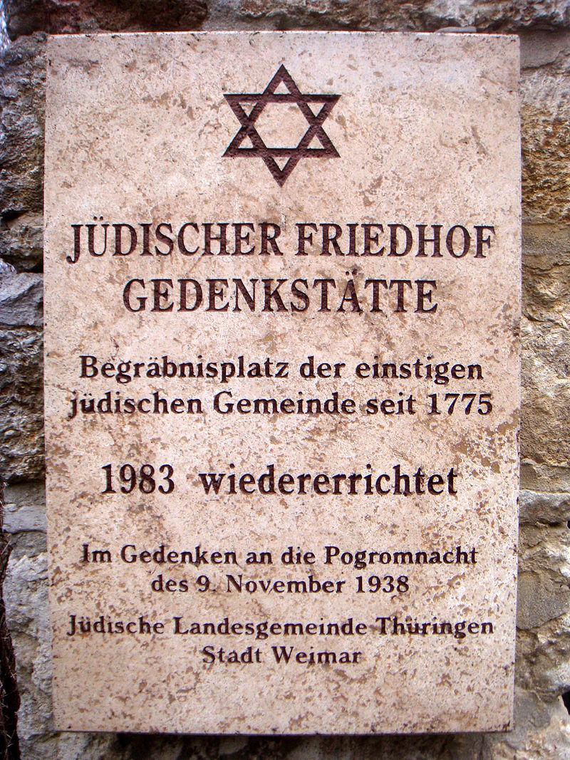 Jüdischer Friedhof Weimar Informationstafel Außenmauer.JPG