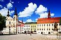 Jihlava, Masarykovo náměstí - kostel sv. Ignáce z Loyoly, radnice a Neptunova kašna.jpg