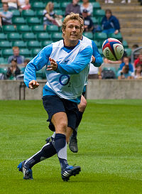 Photo de Jonny Wilkinson en train de faire une passe lors d'un entraînement