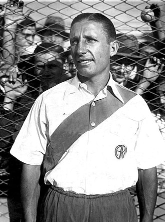 José María Minella - Minella playing for River Plate in 1937.