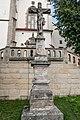 Kříž před kostelem Povýšení svatého Kříže, Litomyšl 2019.jpg