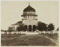 KITLV - 27023 - Lambert & Co., G.R. - Singapore - Mosque at Kotaradja, Aceh, Sumatra - 1893.tif