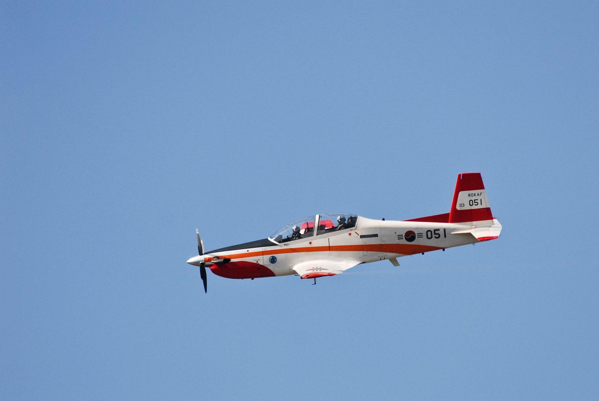 1920px-KT-1_acrobatic.jpg
