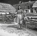 Kašca Marica - (Hrvatica) primožena v Trento - s sinom, pri Petru - Trenta 1952.jpg