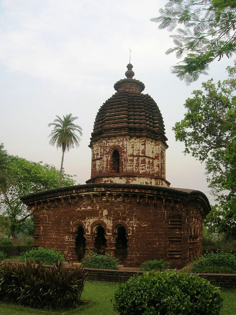Kalachand Temple (side view 2) Arnab Dutta 2011.JPG