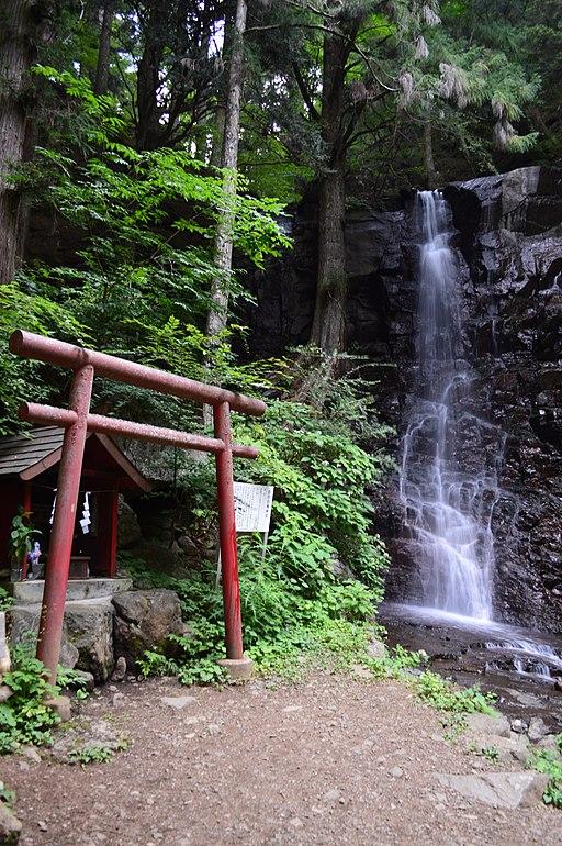 Kawaguchi-asama-jinja Hahano-shirataki