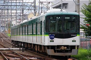 Keihan 10000 series - A 4-car 10000 series set in revised livery