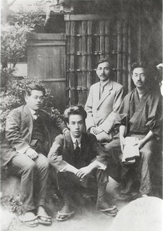 Ryūnosuke Akutagawa - A set photograph of 1919. The second from the left is Akutagawa. At the far left is Kan Kikuchi.