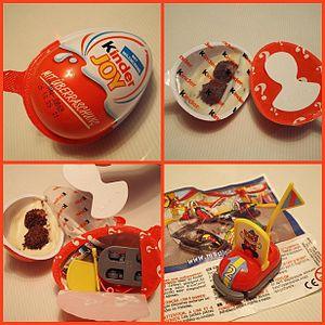 Kinder Joy - Kinder Joy's packaging, sealed halves, interior and toy