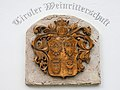 Kitzbühel. Altes Bürgerspital, Wappen der Tiroler Weinritterschaft (gegründet 2001).jpg