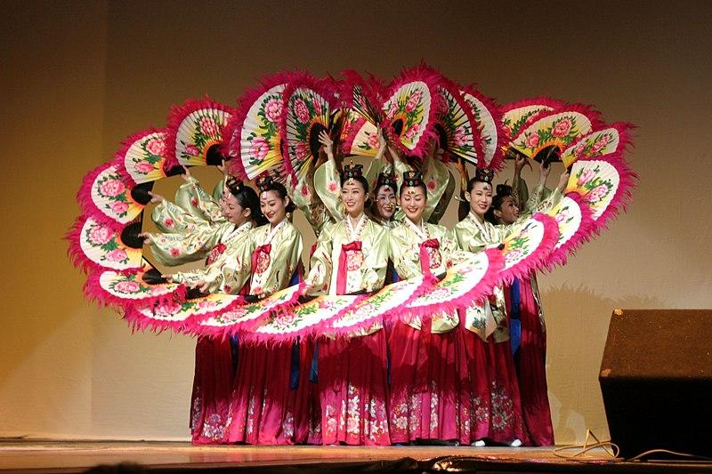 File:Korean.Dance-Buchaechum-01.jpg